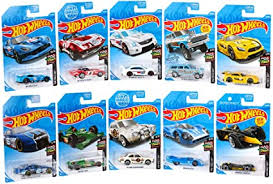 Amazon.com: Hot Wheels Mini Collection 10-Pack #1 - Race Day [Amazon  Exclusive]: Toys & Games